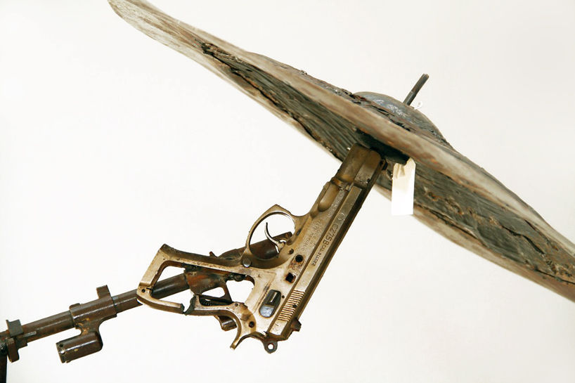 Cu adevarat, cel mai tare cinel - sustinut de un pistol. Arata foarte ...