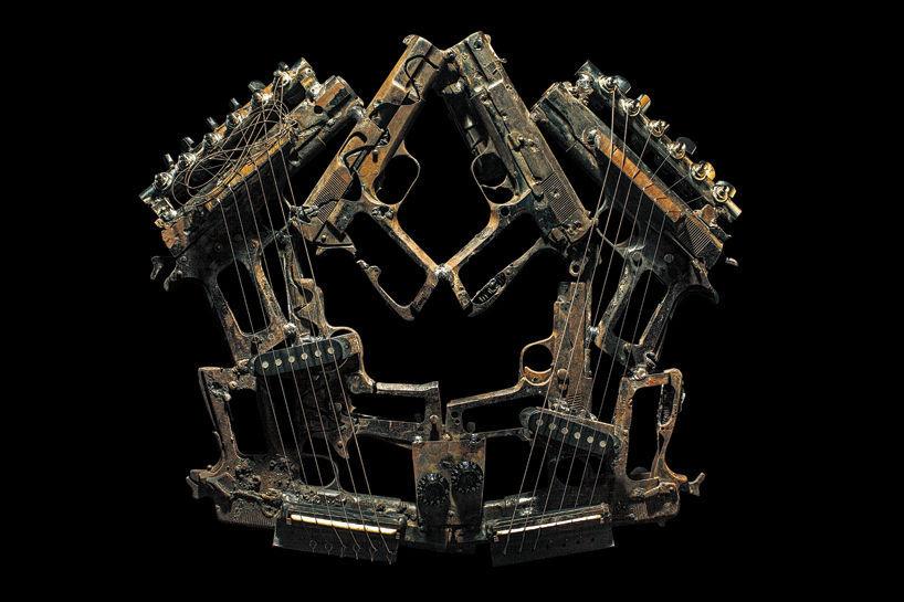 ... : Orchestra muzicala facuta din arme si echipament de razboi (poze