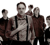 "Arcade Fire au revenit cu piesa ""I Give You Power"""