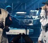 "Jay-Z a interpretat ""Numb/Encore"" in memoria lui Chester (video)"