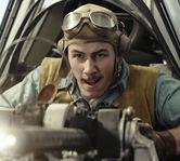 """Nick Jonas este un pilot neinfricat in al doilea razboi mondial, in trailerul pentru filmul """"Midway"""""""