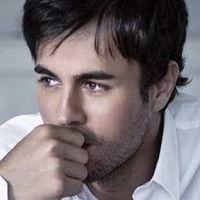 Pe tine te vrajeste Enrique Iglesias?